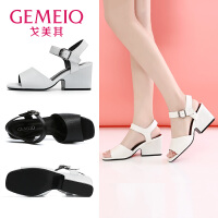 戈美其夏休闲时装凉鞋方跟一字扣带中跟鞋时尚女鞋黑色白色粗跟鞋