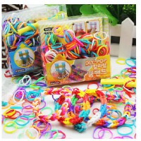 包邮 韩国彩虹编织工艺皮筋儿童DIY手工制作玩具女孩织造手镯手链手绳,好玩有趣,价格便宜,两用哦~可以编制成手链当做装饰,也可以当做头发皮筋哦~